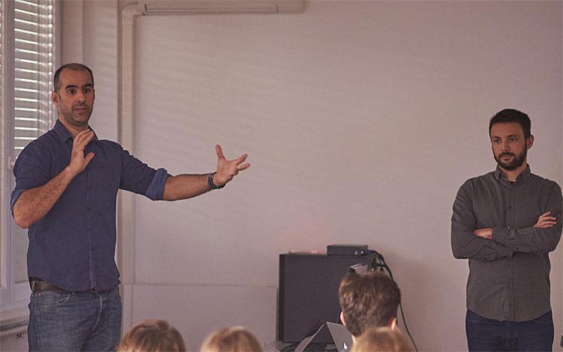 Luka Perić i Emil Flatz na predavanju školarcima